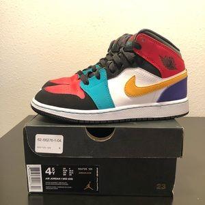 Nike Air Jordan 1 MID women's Sz 6